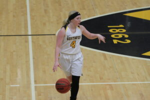 Junior Rachel Skyberg dribbles the ball up the court for the Gusties.