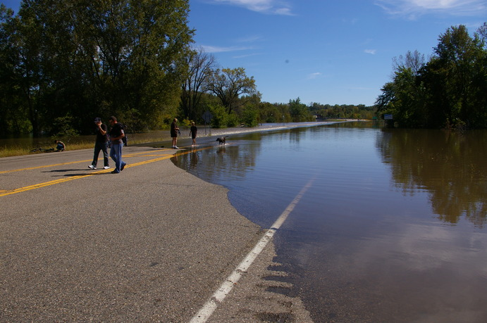 Highway 22 bridge near St. Peter. The road is flooded. Sun, Sept 26. Tom Lany.